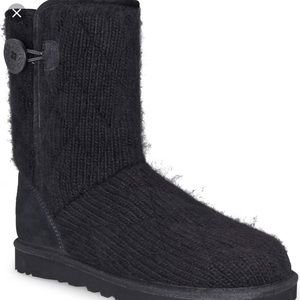 UGG BOOTS (Women's Mountain Quilted Short)